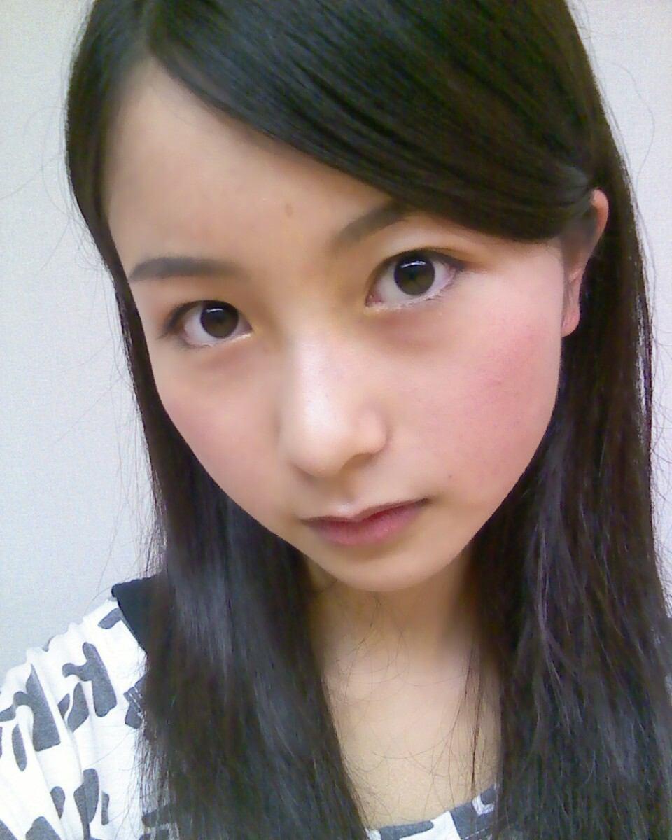 佐々木琴子自身の公式ブログで披露したすっぴん写真。普段とあまり変わらないほど、正統派美女っぷりを維持している。